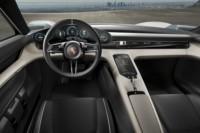 foto: Porsche Taycan Mission E ext. 11 interior salpicadero.jpg