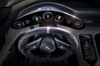 foto: Porsche Taycan Mission E ext. 12 interior cuadro.jpg