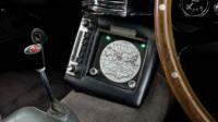 foto: Aston Martin DB5 Goldfinger Continuation_13 boton expulsion asiento y radar.jpg