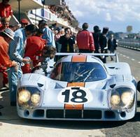 foto: 16_porsche_917_Solo para Le Mans, los equipos Gulf y Martini emplearon la nueva carroceria cola larga en 1971.jpg