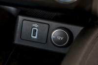 foto: 42 Ford Focus SportBreak Vignale 2018 interior usb.jpg