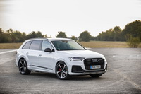 foto: Audi Q7 60 TFSIe quattro_01.jpg