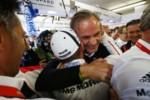 foto: 05 Porsche 919 Hybrid n2,  Porsche Team - Romain Dumas con Oliver Blume Chairman of the Executive Board of Porsche AG.jpg