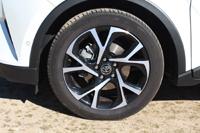 foto: 03d Toyota C-HR Hybrid 122 Dynamic Plus 2017 llanta.jpg