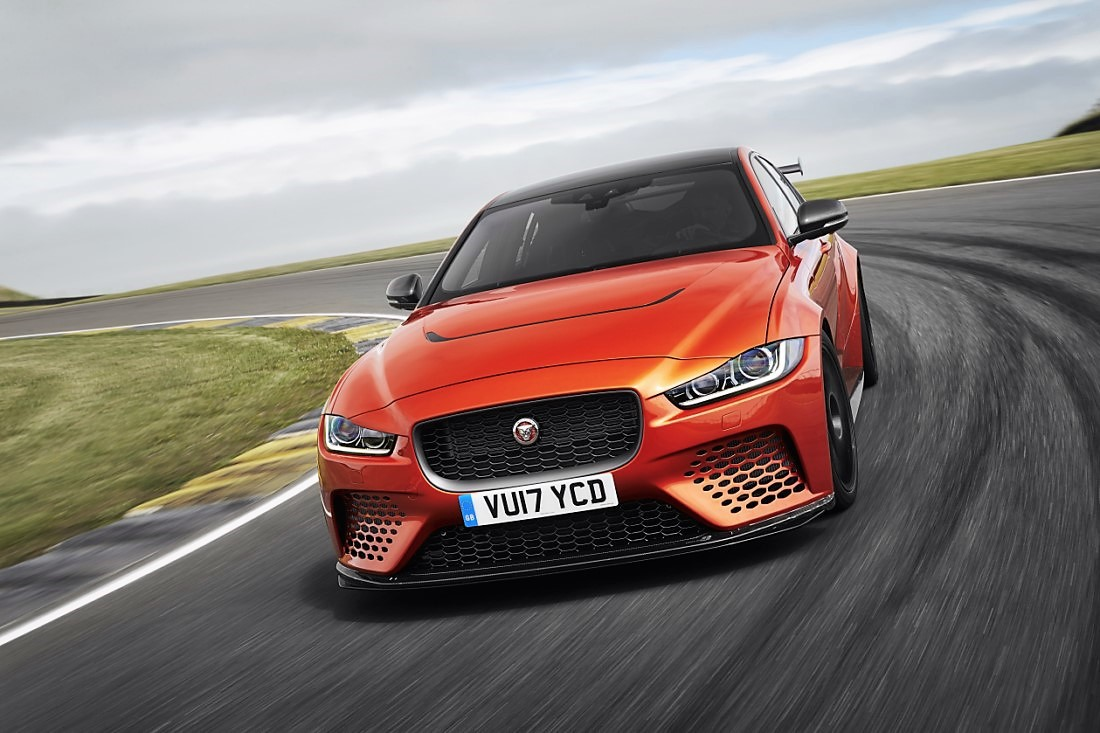foto: 02 Jaguar XE SV Project 8.jpg