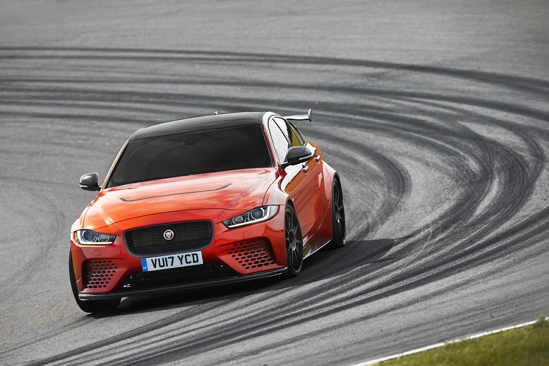 foto: 03 Jaguar XE SV Project 8.jpg
