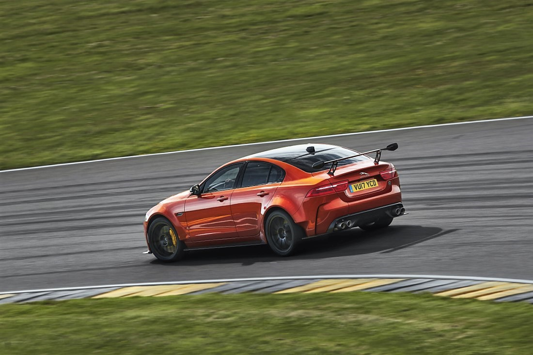 foto: 06 Jaguar XE SV Project 8.jpg
