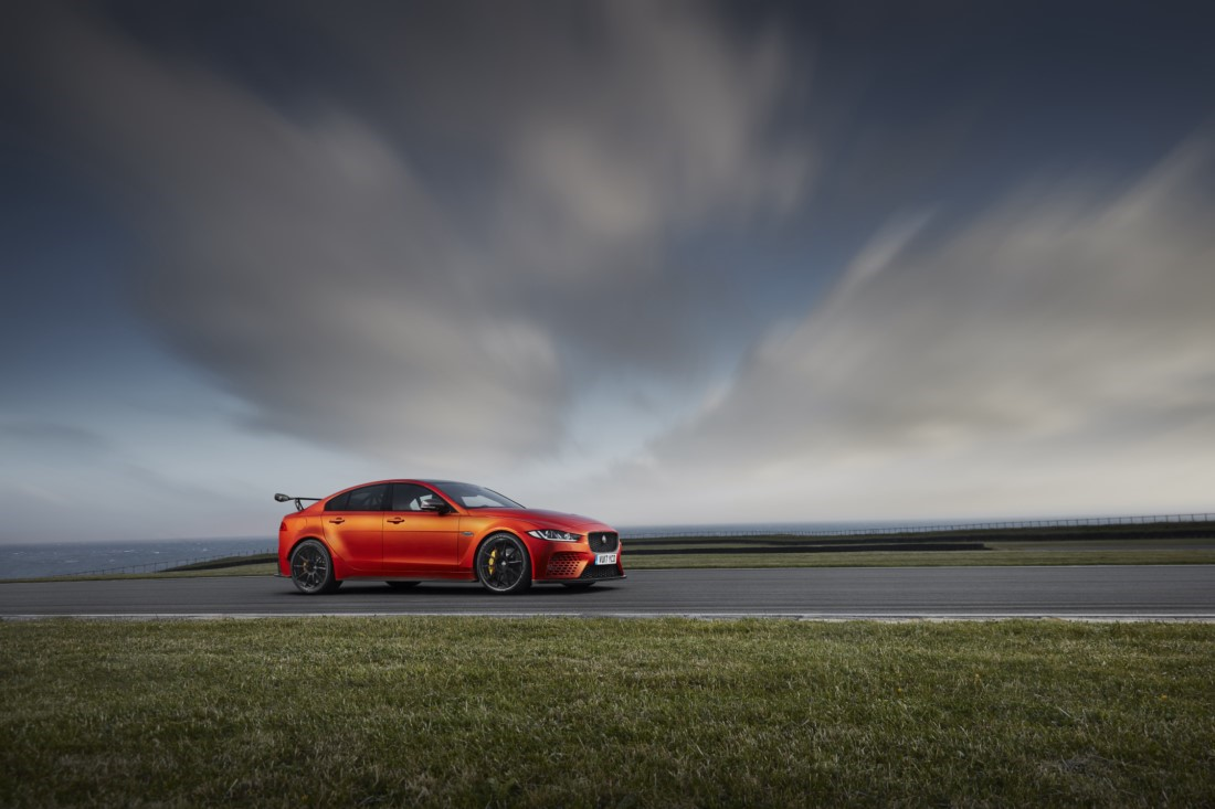 foto: 09 Jaguar XE SV Project 8.jpg