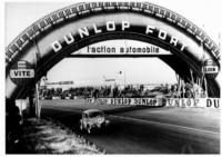 foto: Puente Dunlop 1952 - La premie passerelle en forme de pneu.jpg