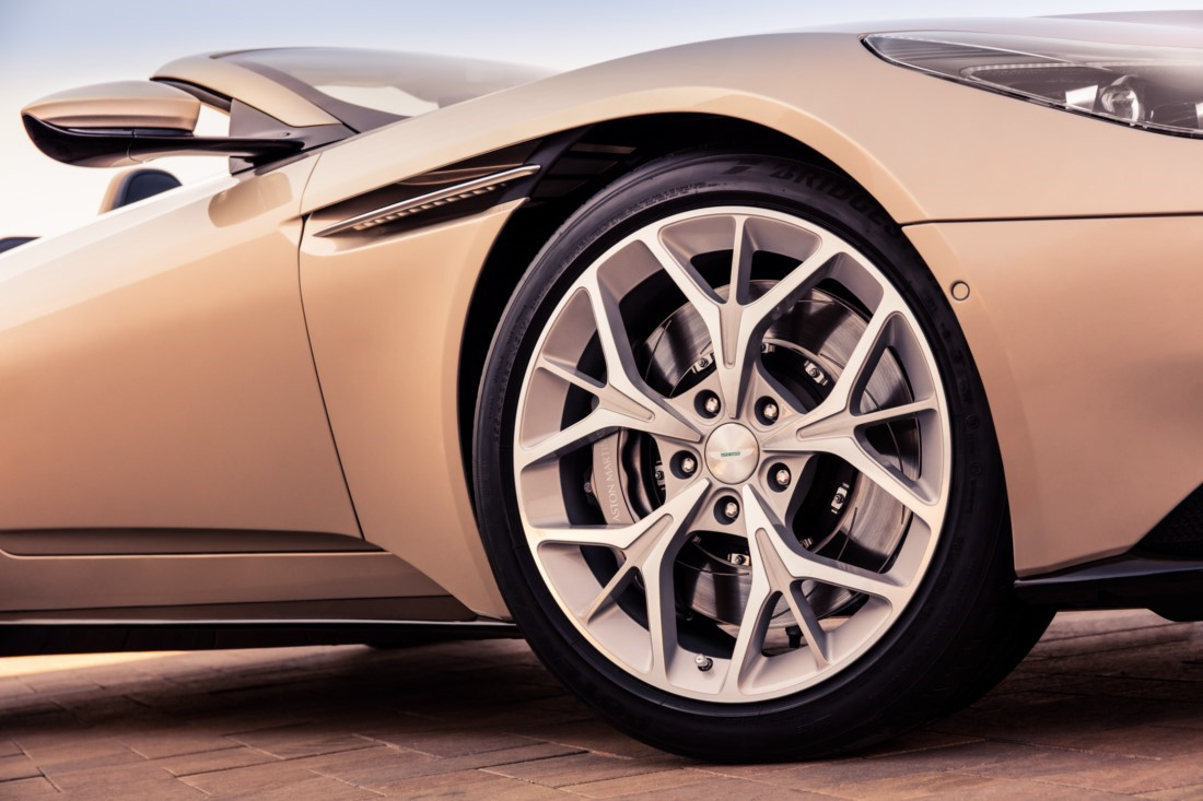foto: 07 Aston Martin DB11 Volante 2017.jpg