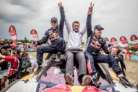 foto: 02 Campeones Carlos Sainz Lucas Cruz Peugeot 3008 DKR Maxi - Dakar 2018.jpg
