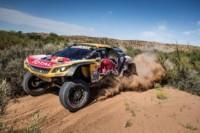 foto: 03f Campeones Carlos Sainz Lucas Cruz Peugeot 3008 DKR Maxi - Dakar 2018.jpg