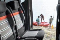 foto: 28b Citroen Berlingo Multispace XTR Modutop 2018 interior asientos traseros-puerta lateral.jpg