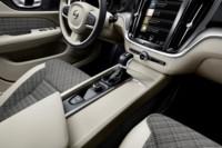 foto: 22 Volvo V60 2018 interior salpicadero consola.jpg