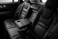 foto: 32c Volvo V60 2018 interior asientos traseros.jpg