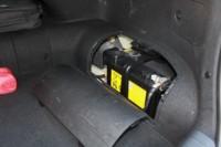 foto: 17 Prueba Kia Optima 2.0 GDI PHEV 2018 maletero bateria 12V.JPG
