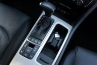 foto: 21 Prueba Kia Optima 2.0 GDI PHEV 2018 interior cambio.JPG