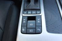 foto: 21b Prueba Kia Optima 2.0 GDI PHEV 2018 interior consola 730.jpg