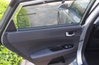 foto: 22b Prueba Kia Optima 2.0 GDI PHEV 2018 interior puerta trasera cortina.JPG