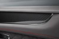 foto: 10 Bentley Bentayga V8 2018 interior puerta.jpg