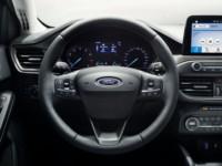 foto: 09c Ford Focus Vignale 2018 interior volante.jpg