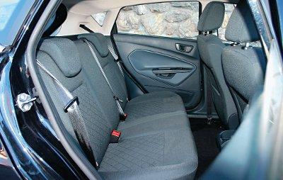 Ford_Fiesta_5p_1.4_GHIA_402