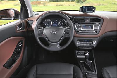 Hyundai i20 2014 salpicadero 1 (400x267)