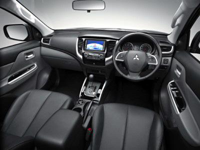 Mitsubishi L200 2015 salpicadero [400x300]