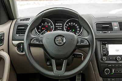 Pueba-Skoda Yeti_1.2 TSI interior salpicadero 2 volante [400x266]