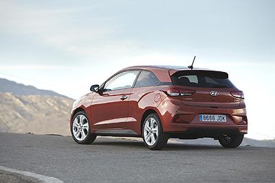 Hyundai i20 Coupe 2015 ext. trasera 3 [400]