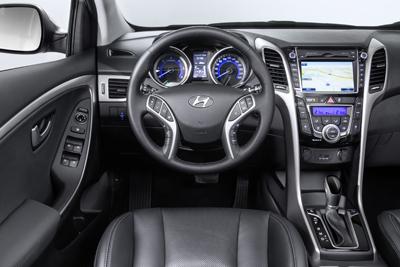 Hyundai i30 5p 2015 int. salpicadero (400)