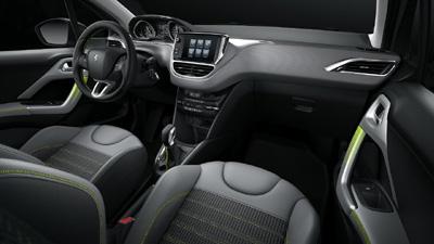Peugeot 208 2015 personalizacion interior costuras y tiradores puertas [400]
