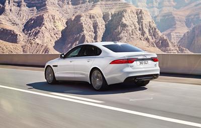 Jaguar_XF_ 2016_trasera (400)
