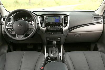 Mitsubishi L200 2015 32 salpicadero 400