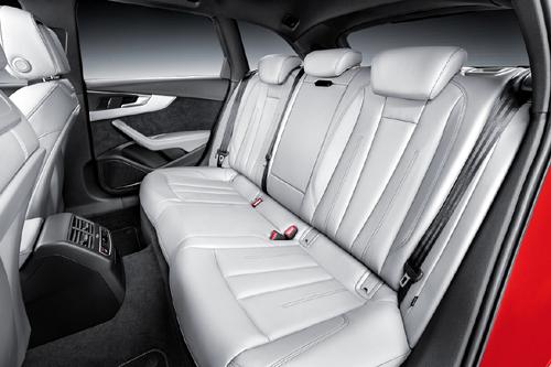 Audi A4 Avant 2015 37 interior asientos traseros 500