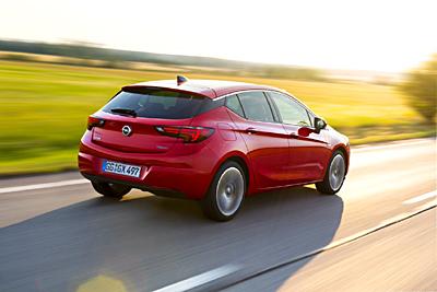 Opel Astra 2015_ext. trasera dinamica 31 [400]