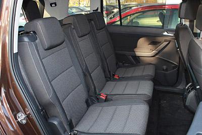 VW Touran 2015 46 asientos traseros 1 400