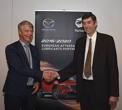 Jorgen Olesen, Director of Mazda Motor Logistics Europe NV and Philippe Charleux, Chairman and CEO of Total Lubrifiants 400