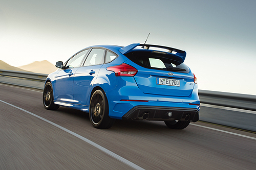 01 Ford Focus RS 2016 trasera 04 500
