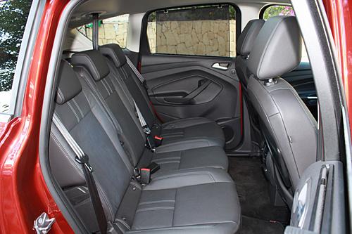 31 Ford C-MAX 1.0 EcoBoost 125 CV Titanium interior asientos traseros 500