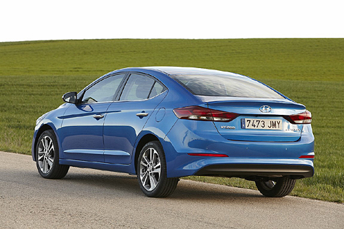 17 Hyundai Elantra 2016 500