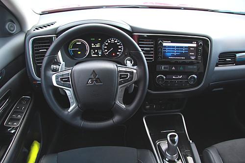 32 Mitsubishi Outlander PHEV Kaiteki 2016 interior salpicadero volante 500