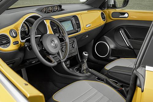 30 vw-beetle-dune-cabrio 2016 dorado interior 500