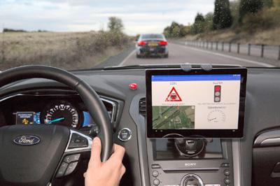 01-ford-semaforo-green-light-optimal-speed-advisory-uk_autodrive_ford-400