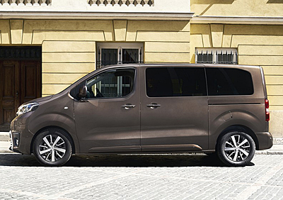 18-toyota_proace_verso_2016-400