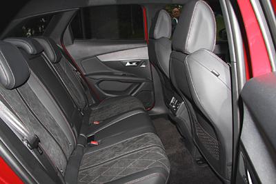 27-peugeot-3008-2016-interior-asientos-traseros-400
